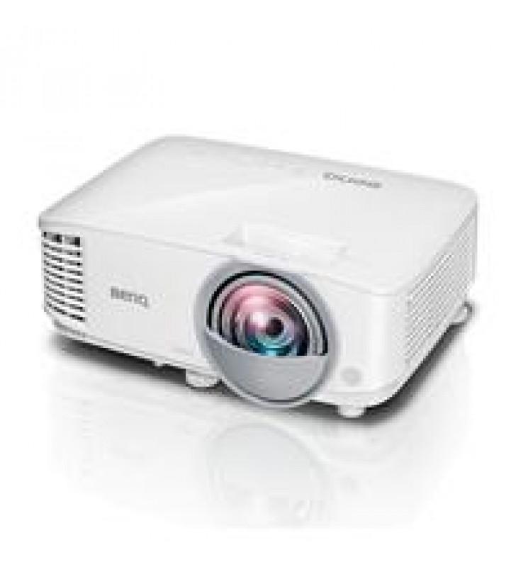 VIDEOPROYECTOR BENQ DLP MX825ST XGA 3300 LUMENES LAMPARA HASTA 15000 HORAS CONTRASTE 20000:1 TIRO CO
