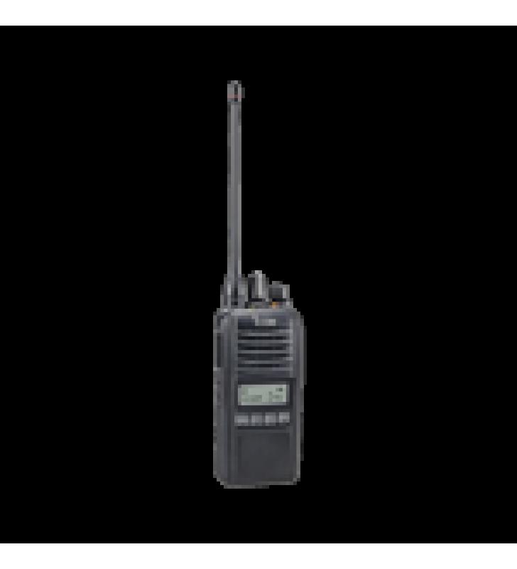 RADIO DIGITAL NXDN EN LA BANDA DE UHF, RANGO DE FRECUENCIA 450 - 512 HZ, SUMERGIBLE IP67, ANALOGICO Y DIGITAL, OPERA EN SISTEMAS TRUNKING Y CONVENCIONAL, 4W DE POTENCIA.