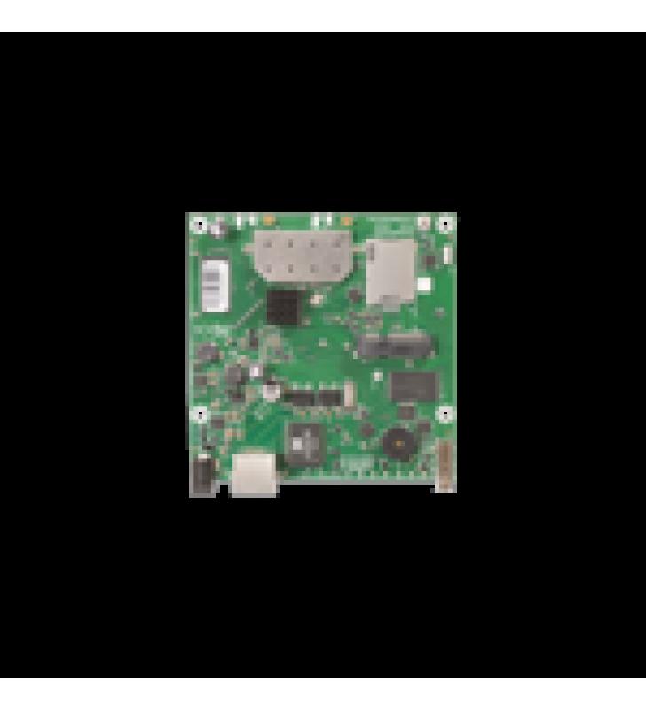 TARJETA INALAMBRICA Y ROUTER EN 2.4 GHZ 802.11 B/G/N,  64 MB DE RAM, 1 PUERTO GIGABIT ETHERNET, NIVEL DE LICENCIA 4