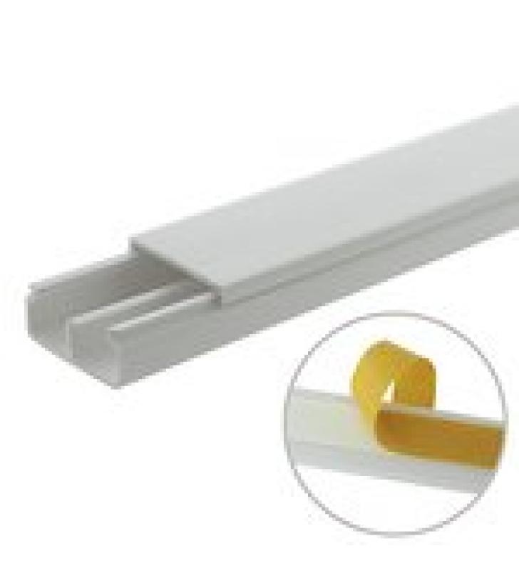 CANALETA BLANCA DE PVC AUTO EXTINGUIBLE, CON DIVISION, 20 X 10 MM, TRAMO 6 PIES, CON CINTA ADHESIVA (5101-21252)